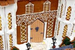 Makro eines Feiertagslebkuchenhauses Stockbilder