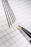 Makro eines mechanischen Bleistifts mit 5 Führungen auf Karopapier 2 Lizenzfreies Stockbild