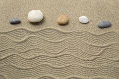 makro grabij?cy ogrodniczego piasek ryzyka trzy kamienie zen zdjęcie royalty free