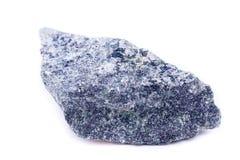 Makro- kopalina kamień Dumortierite na białym tle Obraz Royalty Free