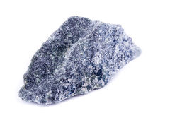 Makro- kopalina kamień Dumortierite na białym tle Zdjęcie Royalty Free