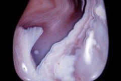 Makro- kopalina kamienia agata menchii pers na czarnym tle Obraz Stock