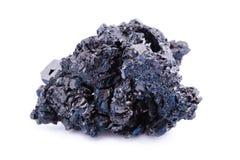 Makro- Mineral- Stein-covellite auf weißem Hintergrund lizenzfreie stockfotos
