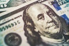 Makro nah oben von Ben Franklin-` s Gesicht auf dem Dollarschein US 100 Stockfoto