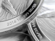 Makro nah oben von Feinsilber Goldmünzen lizenzfreies stockfoto