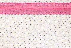 Makro schwarze Spitze unter rosafarbenem Glas stockbilder
