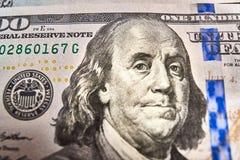 Makro som är nära upp av framsida för Ben Franklin ` s på dollarräkningen för USA $100 Royaltyfri Fotografi