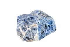 Makro- strzelanina naturalny gemstone Surowy kopalny sodalite, Południowa Afryka Na biały tle odosobniony przedmiot Zdjęcia Stock