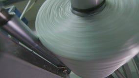 Makro- szklany niciany cewienie bobina w warsztacie zbiory wideo