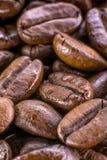 Makro von Kaffeebohnen der eleganten Zusammensetzung Stockbild