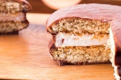 Makro- widok czekoladowego układu scalonego ciastka z warstwą mleko w ten sposób Fotografia Stock