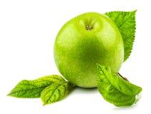 Zielony jabłko z zielonymi liśćmi Obraz Stock