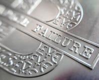 Makro- zakończenie up czysta Srebnej sztaby moneta z Bitcoin ikoną obraz royalty free