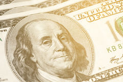 Makro- zakończenie Benjamin Franklin& x27; s twarz na USA $100 dolarowym rachunku stonowany Zdjęcia Stock
