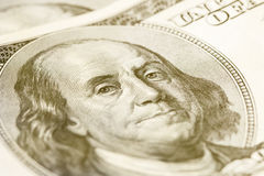 Makro- zakończenie Benjamin Franklin& x27; s twarz na USA $100 dolarowym rachunku stonowany Zdjęcie Royalty Free
