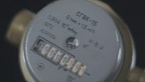 Makro- zimnej wody Metrowy przyrząd Wiruje przed krzywka zdjęcie wideo
