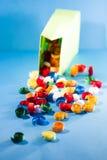 Makro, Zusammenfassung, Hintergrundbild des farbigen Papiers windt sich auf Papierhintergrund Lizenzfreies Stockbild