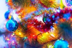 Makroansicht des verzierten Weihnachtsbaums Lizenzfreies Stockfoto