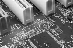 Makrochip auf PC-Schwarzmotherboard Stockfotografie