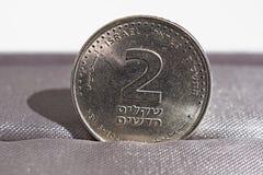 Makrodetail einer Metallmünze von zwei Schekeln u. von x28; Israelische Währung neuer Schekel, ILS& x29; Stockbilder
