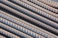 makroen för fältet för djup för abstrakt begreppstänger förstärker den konkreta grunt stål för stänger till använt Arkivbilder