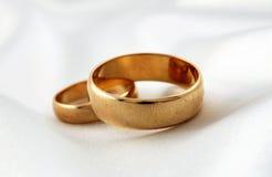 Guldbröllop ringer Royaltyfri Fotografi
