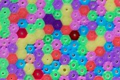 Makrofoto av olika kulöra plast-pärlor arkivbilder