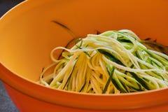 Makrofoto av zucchininudlar royaltyfri foto
