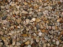 Makrofoto der Beschaffenheit des hellen Steins in Form von Flusskieseln Lizenzfreies Stockbild
