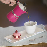 Makrone und Kaffee Stockfoto