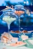 Makronen im Süßigkeitsglas Stockfotos