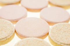 Makrophotographie von bunten medizinischen Pillen Stockbild