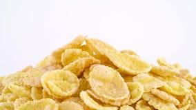 Makroschießen des oberen Teiles Corn Flakes häufen das Drehen auf die Drehscheibe an Langsam, drehend auf die Drehscheibe an loka stock footage