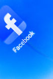 Makroschirm das Logo von Facebook auf der elektronischen Anzeige Lizenzfreie Stockbilder