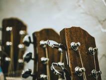 Makroschuß der klassischen Akustikgitarre Stockfotos