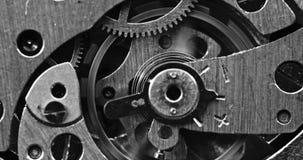 Makroschuß der mechanischen Uhrbewegung stock video footage