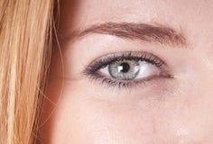 Makroschuß des Auges einer Frau Lizenzfreie Stockfotografie