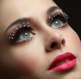 Makroschuß des schönen Auges der Frau mit extrem langem eyelashe stockfotos