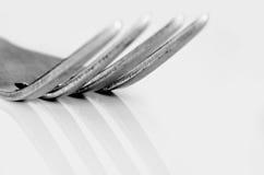 Makroskott av tinesna av en gaffel Royaltyfri Bild