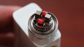 Makrovideo des Brennens der gewundenen elektronischen Zigarette stock video footage