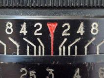 Makrozahlen auf der alten Linse stockfotografie