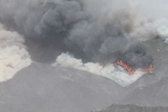 Makthusbranden ~ 2013 ~ rök & brand Royaltyfria Foton