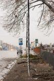 Maktpol som är bruten i gataisstorm Royaltyfria Bilder