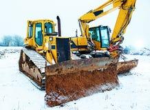 Maktskyffel och bulldozer i snö fotografering för bildbyråer
