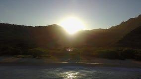 Makua na ilha de Oahu no zangão de Havaí video estoque