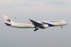 Malásia, 2016 - avião de passageiros comercial na taxação para aterrar em Kuala Lumpur International Airport Imagem de Stock