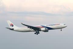 Malásia, 2016 - avião de passageiros comercial na taxação para aterrar em Kuala Lumpur International Airport Fotos de Stock Royalty Free