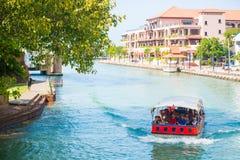 Malásia - 11 de fevereiro de 2017:: observe a vista pelo barco a visitar nos mel Imagem de Stock Royalty Free