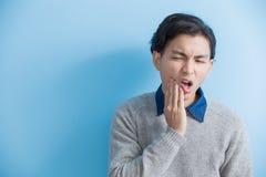 Mal de dents de sensation d'homme photos libres de droits
