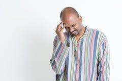 Mal de tête indien d'homme photo stock
